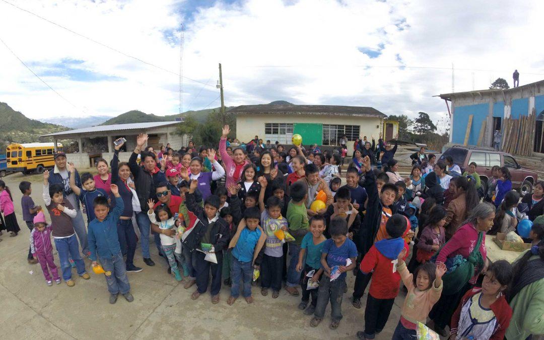 Llevan Sonrisas a Niños de la Sierra