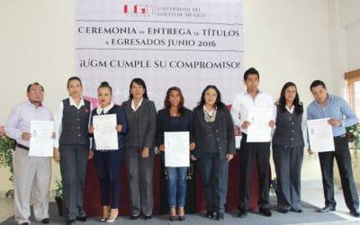 Reciben Títulos Egresados del Campus Mendoza