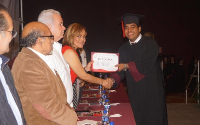 Emotiva ceremonia de graduación de alumnos de licenciatura y maestría